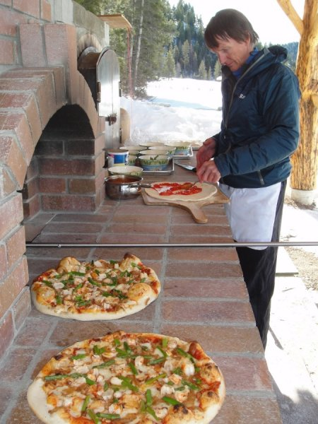 stay-play-outdoor-pizza-oven_08